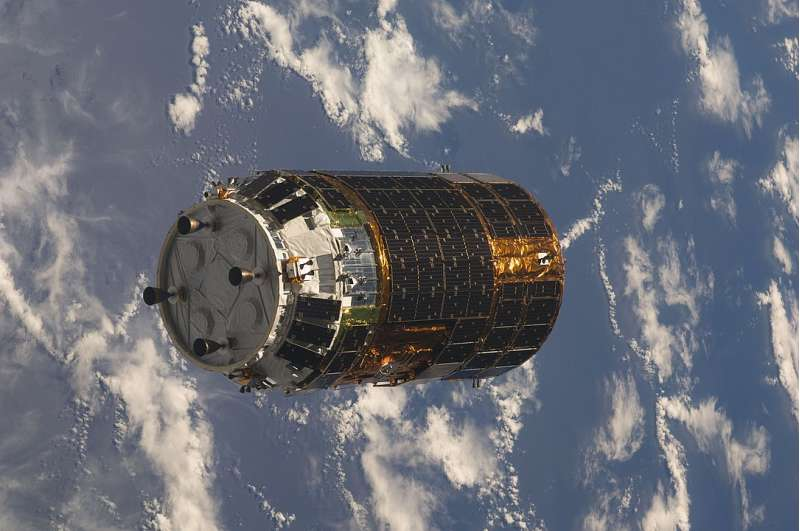 1084px HTV 1 approaches ISS