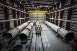 Alcuni booster del Falcon 9 recuperati dalla SpaceX e conservati presso un hangar del Kennedy Space Center.